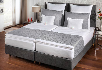 Bed runner / cover